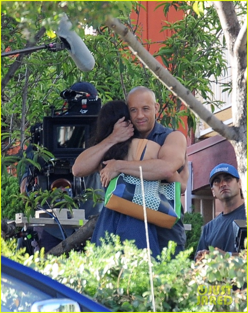 vin diesel gives jordana brewster huge hug for fast furious 7 163127429
