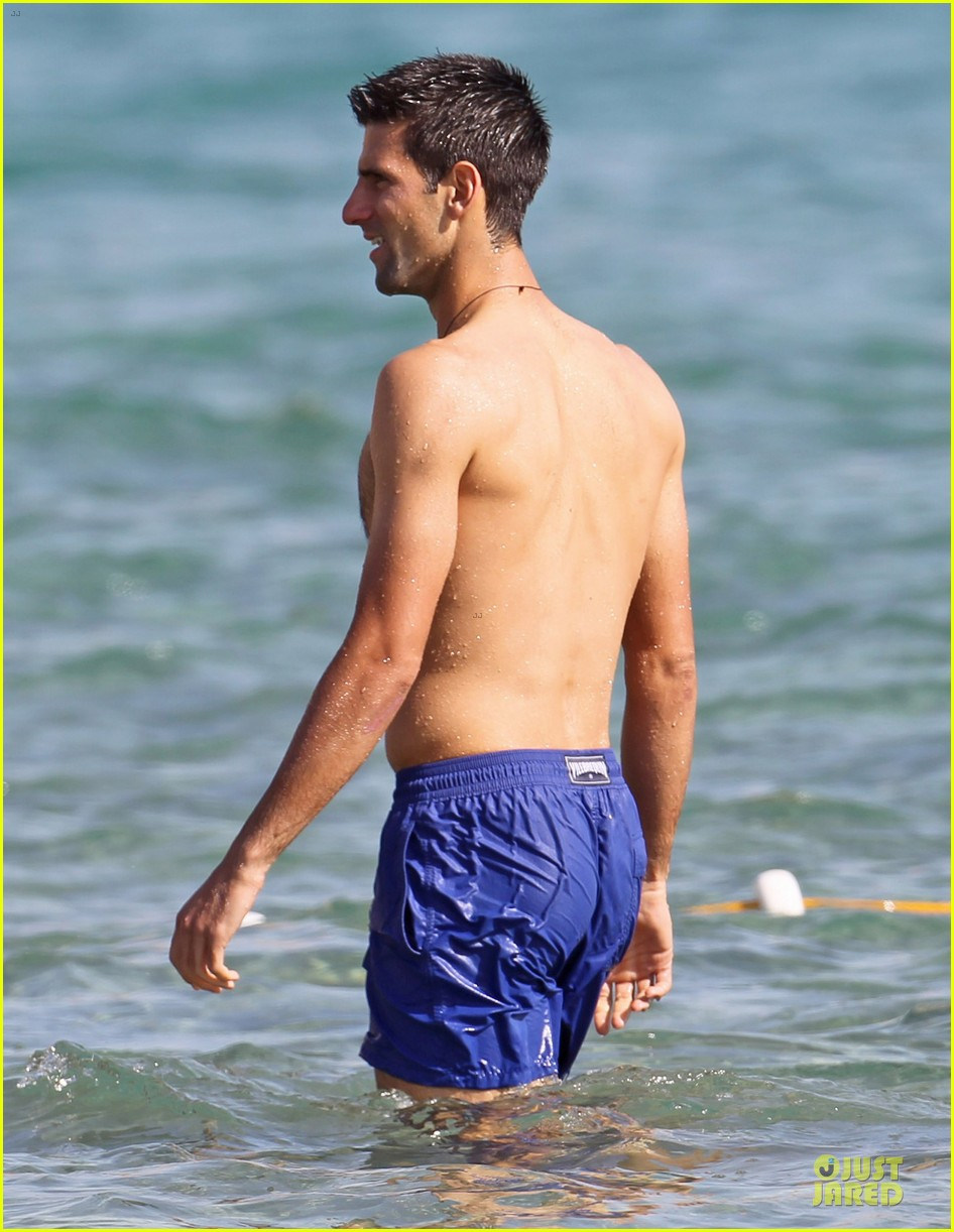 novak djovokic shirtless vacation after french open 08
