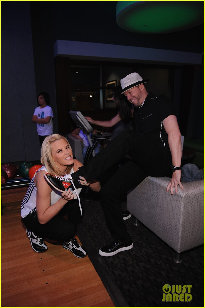 donnie wahlberg jenny mccarthy wedding will include their sons 083141093