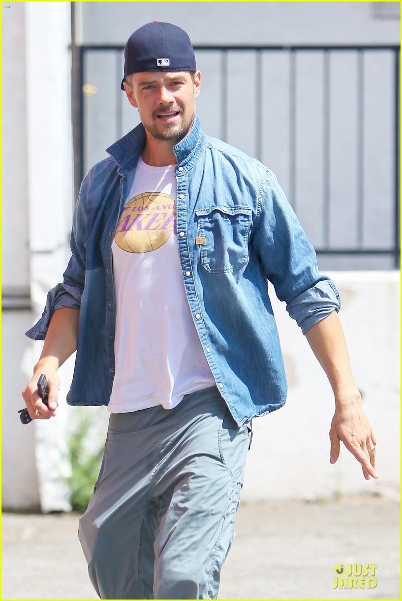 josh duhamel loves lakers despite losing 11