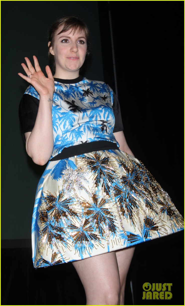 lena dunham hangs out with pal bj novak in new york 043125692