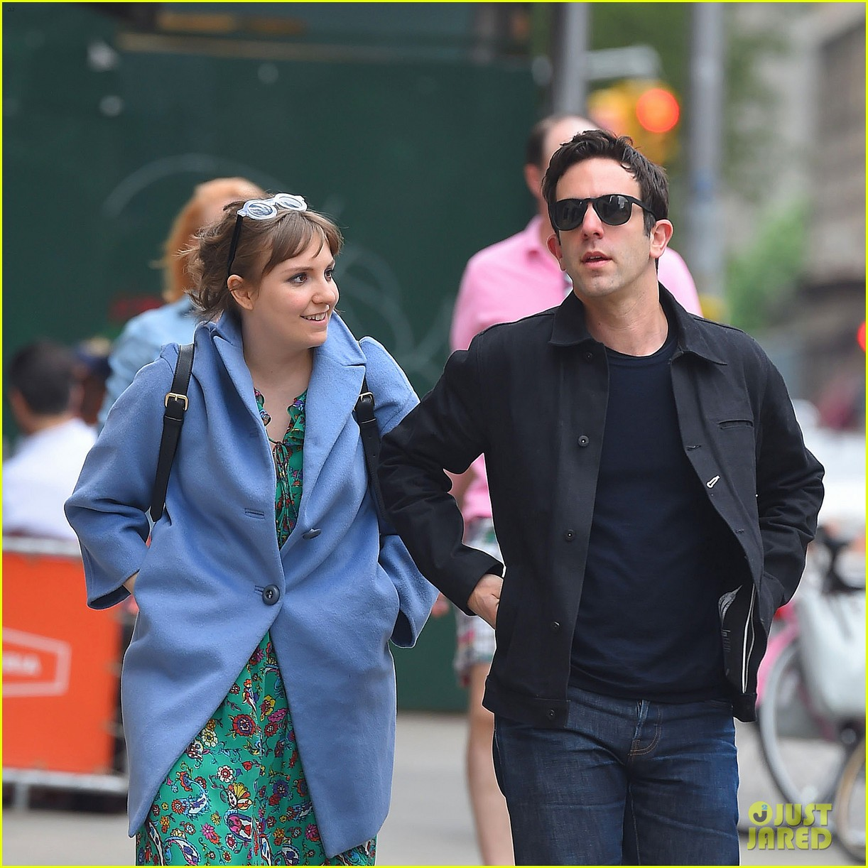 lena dunham hangs out with pal bj novak in new york 073125695