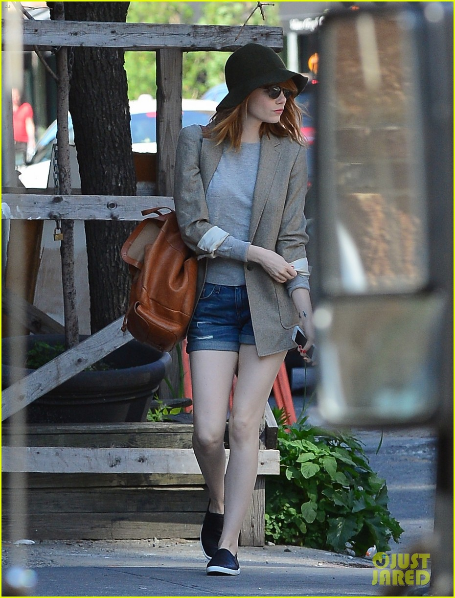 emma stone early morning stroll soho 04