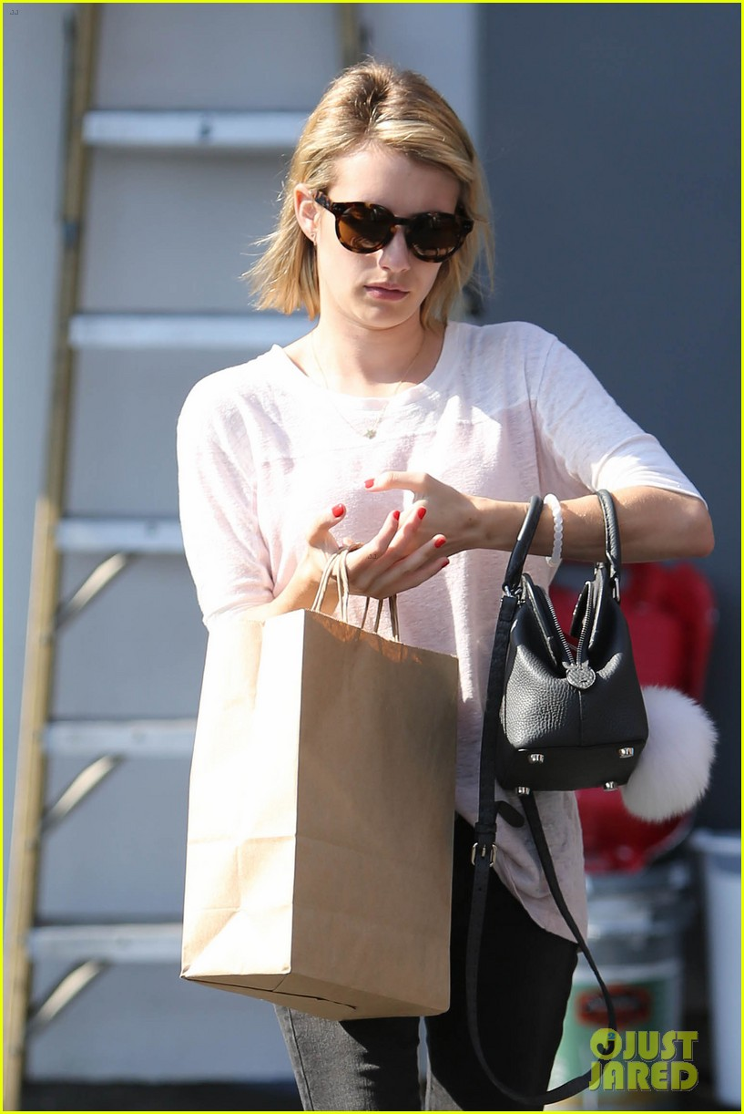 emma roberts stays healthy green juice 01