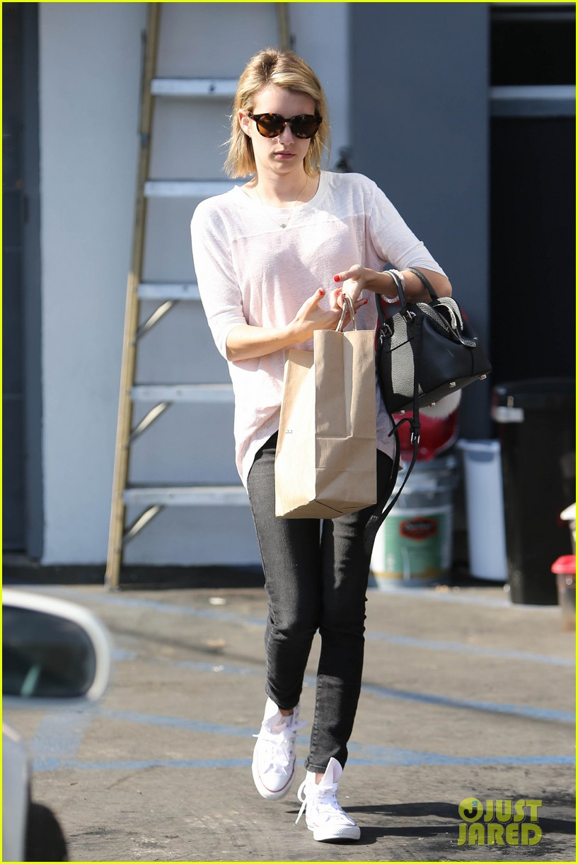emma roberts stays healthy green juice 09
