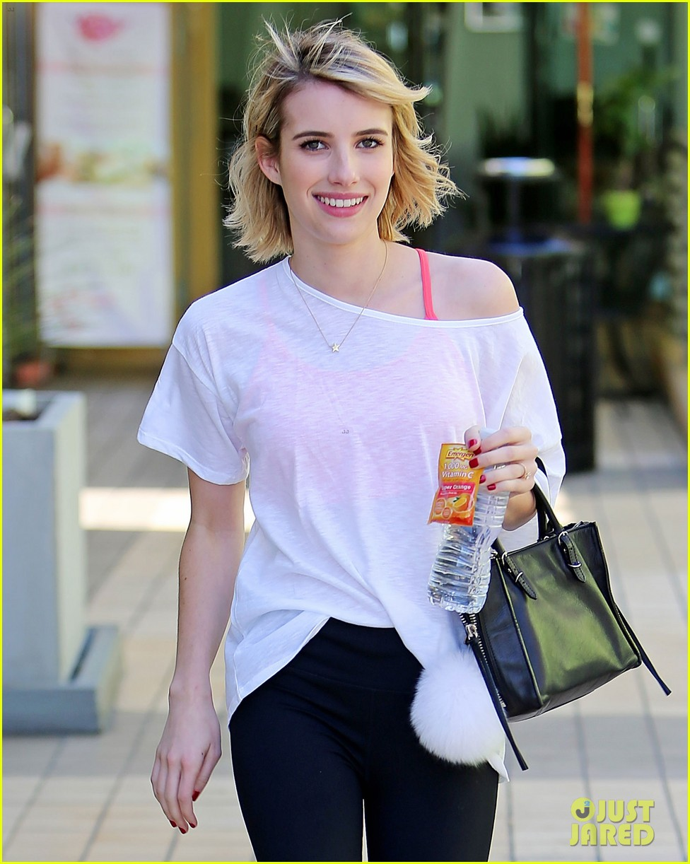 emma roberts yoga summer reading choice 02