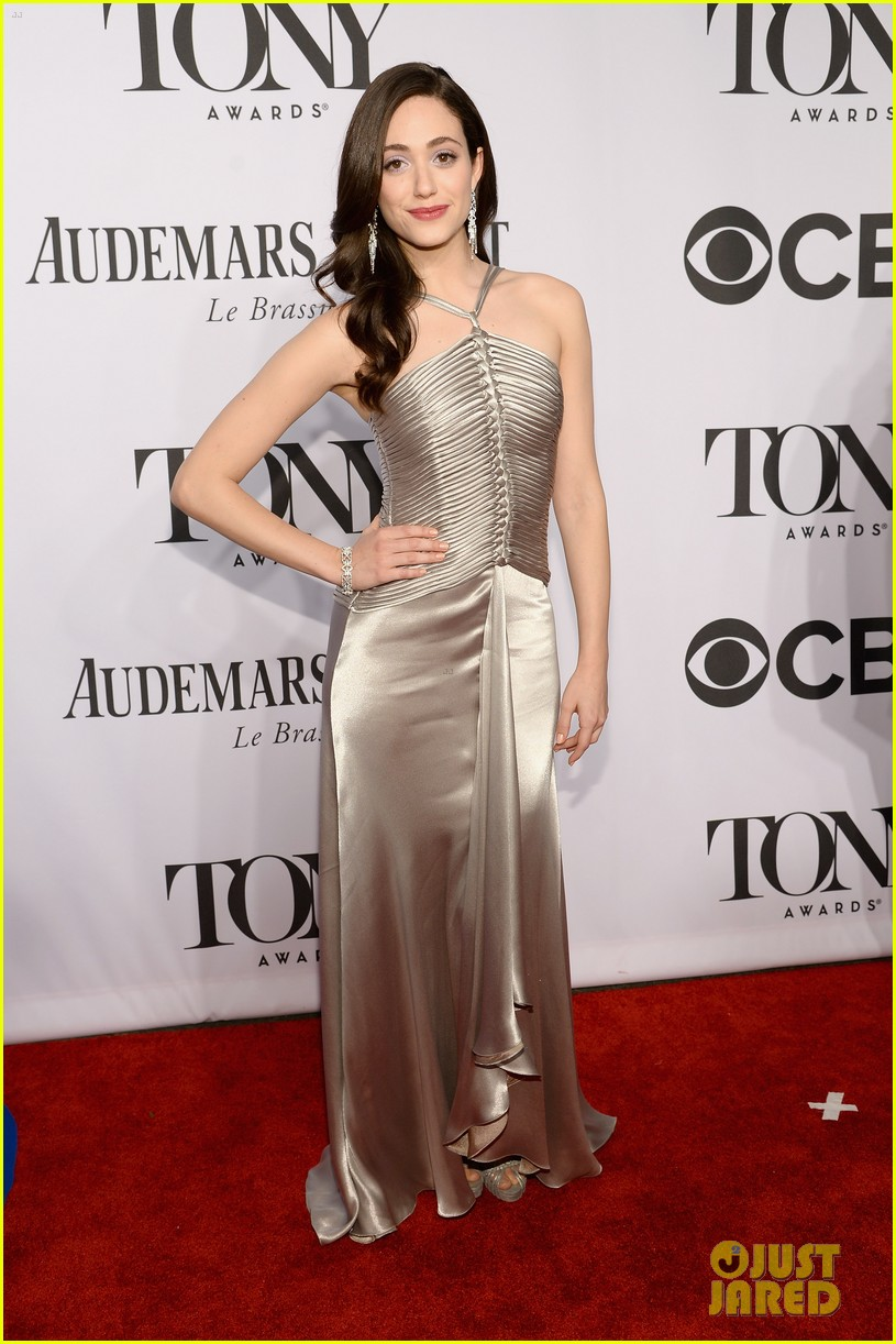 emmy rossum beth behrs tony awards 2014 red carpet 01