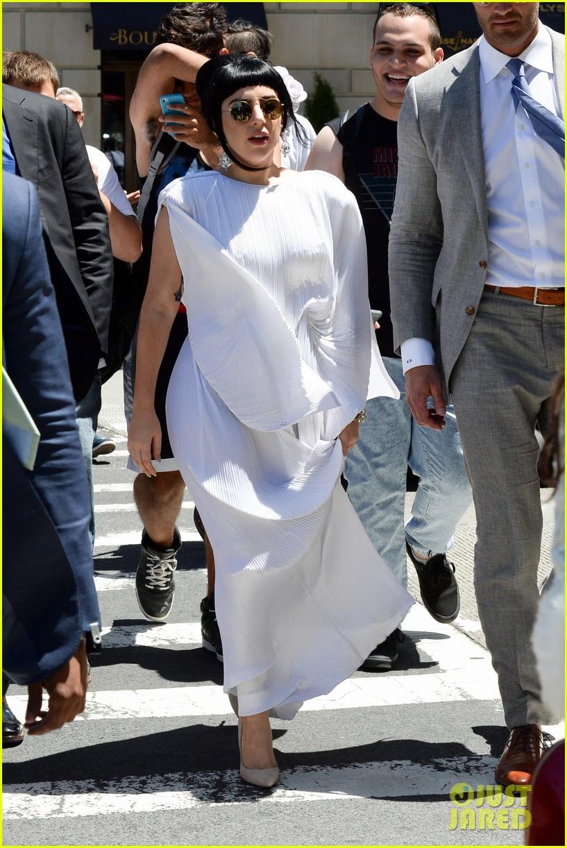 lady gaga kimono dress 01