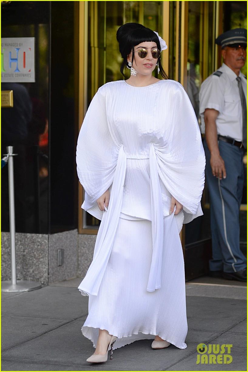 lady gaga kimono dress 08