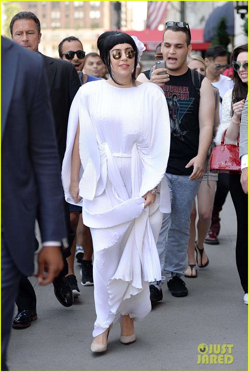 lady gaga kimono dress 13