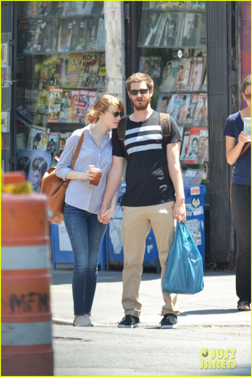 andrew garfield confronts paparazzi on stroll with emma stone 21