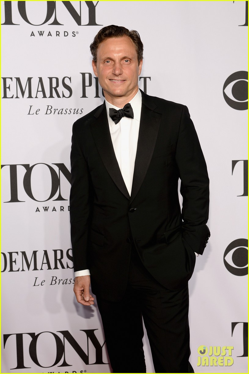 tony goldwyn ethan hawke arrive to present at tony awards 2014 01