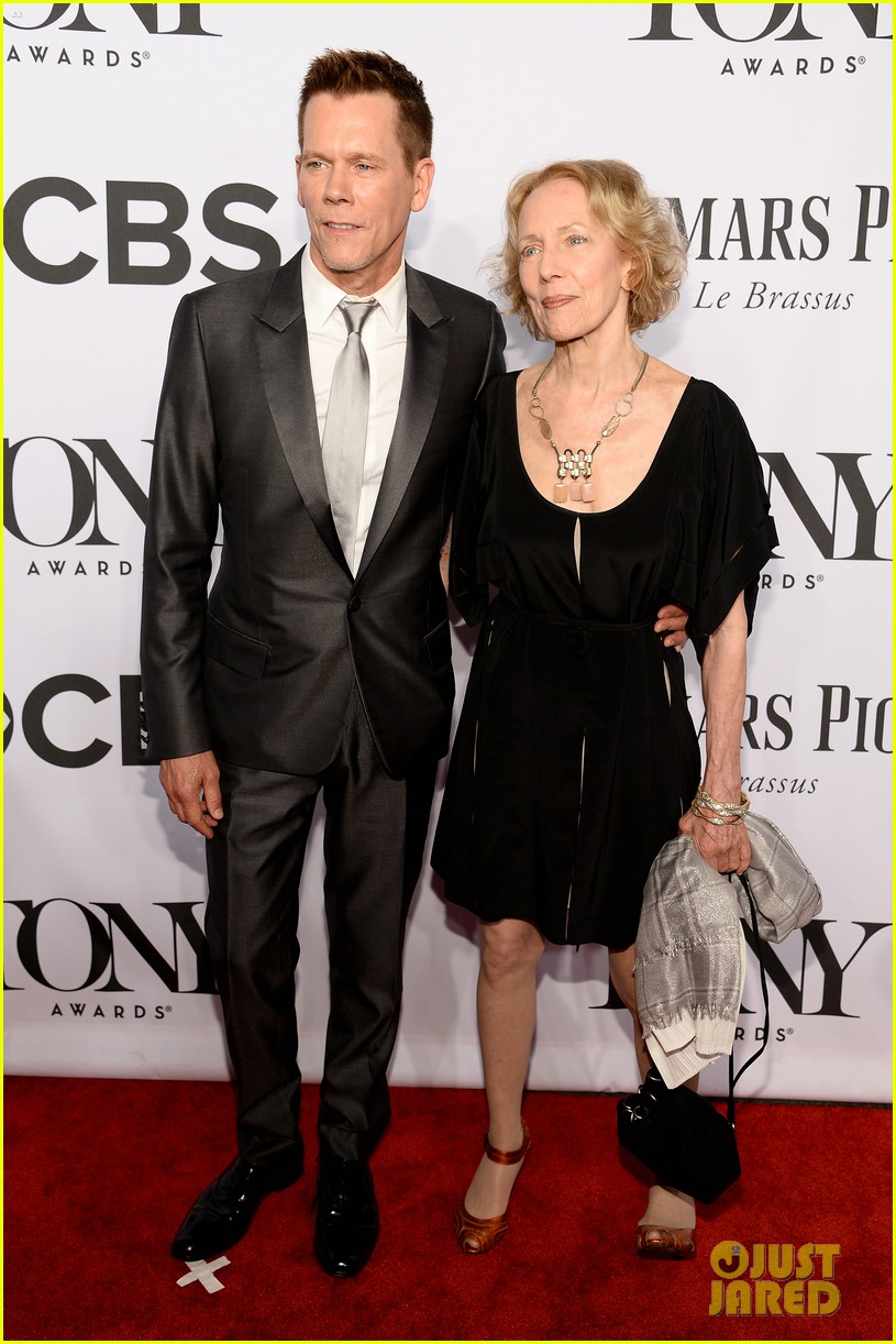 tony goldwyn ethan hawke arrive to present at tony awards 2014 11