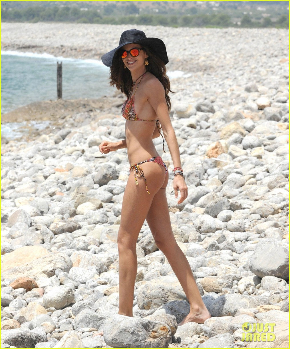 izabel goulart rocks bikini on vacation 073142544