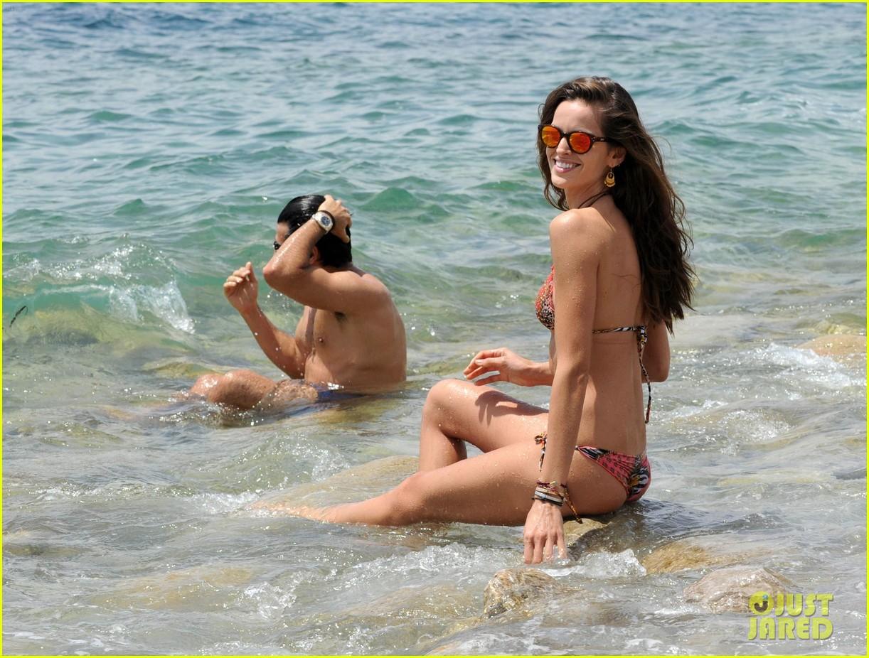 izabel goulart rocks bikini on vacation 143142551
