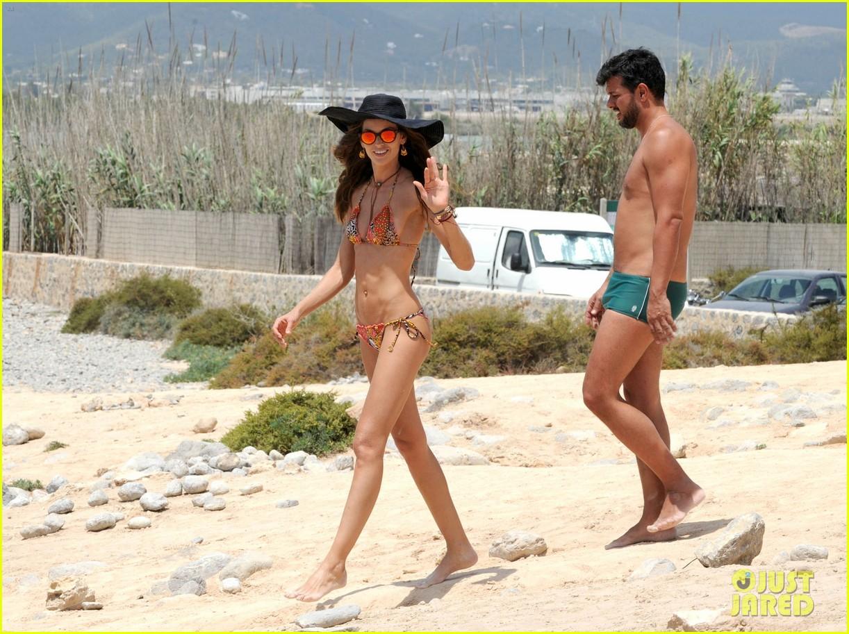 izabel goulart rocks bikini on vacation 153142552