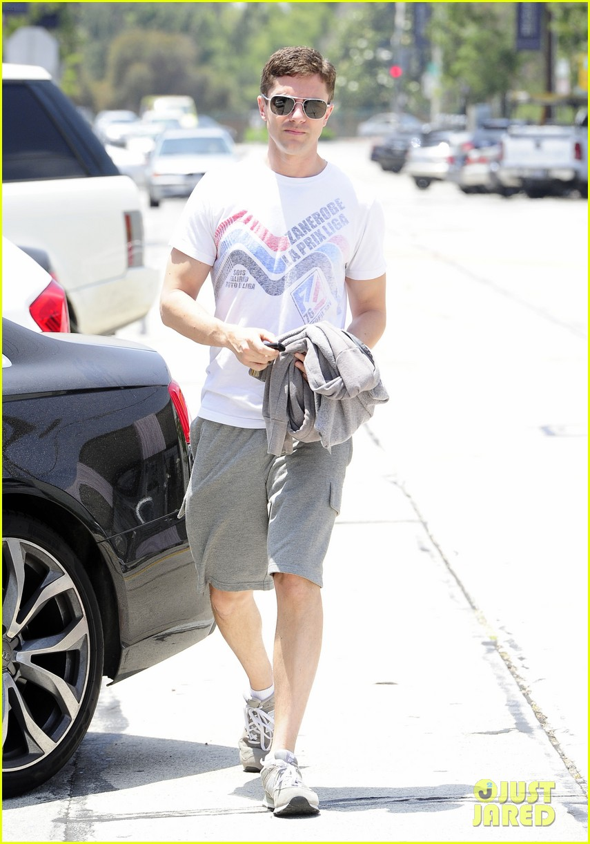 topher grace makes one fans day at the gym 05