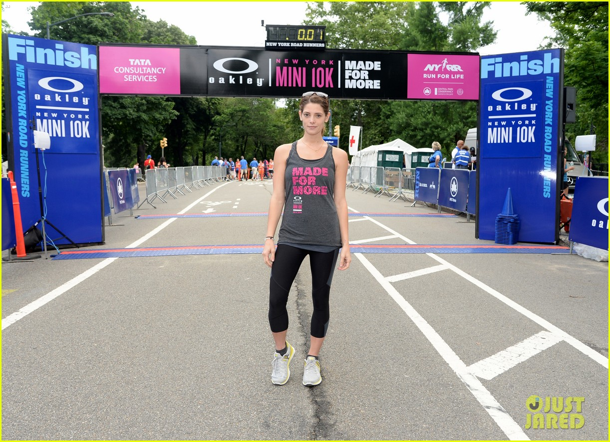 ashley greene oakley new york 10k race 01