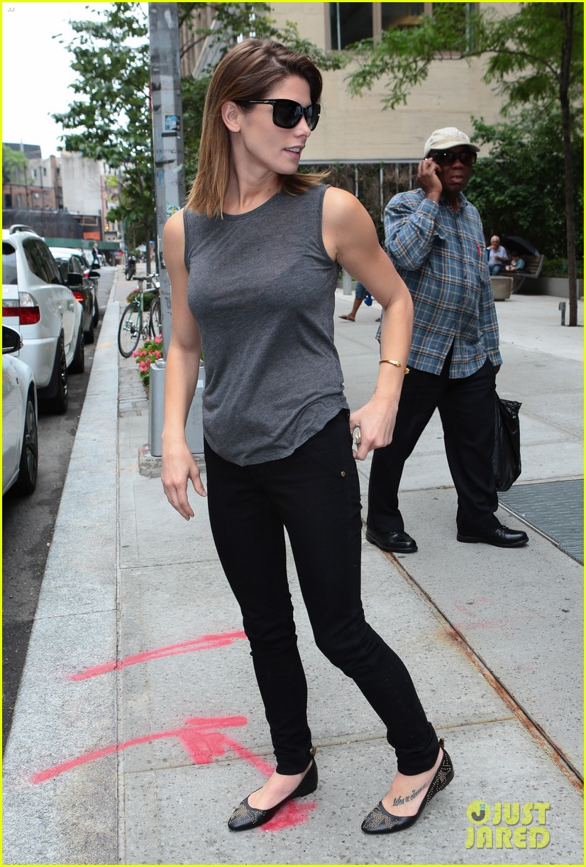 ashley greene supports her buddy zach braff on broadway 08