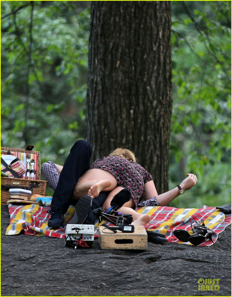 bill hader amy schumer kissing in central park 133145175