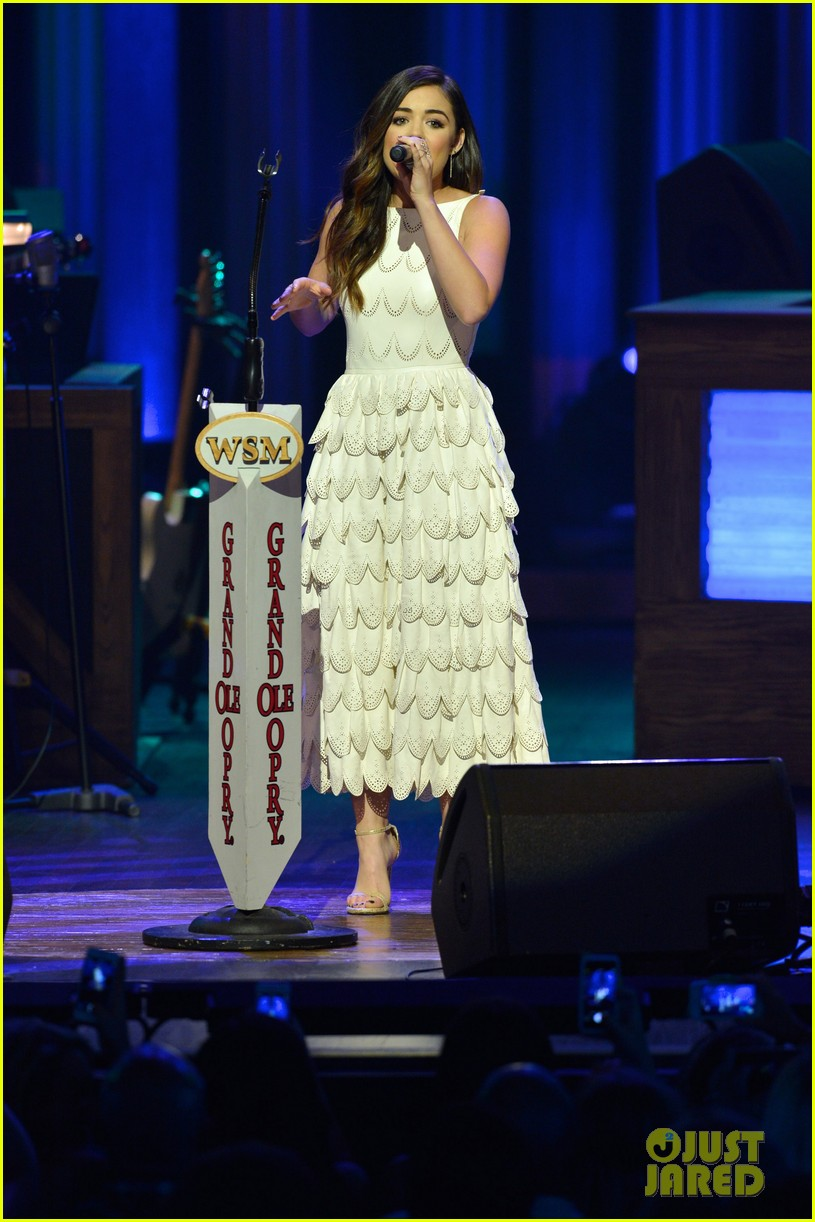 lucy hale makes her grand ole opry debut 013141061