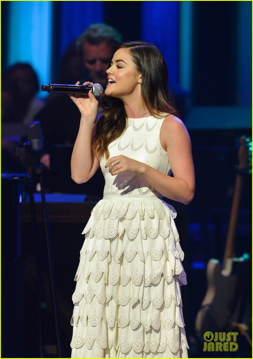 lucy hale makes her grand ole opry debut 123141072