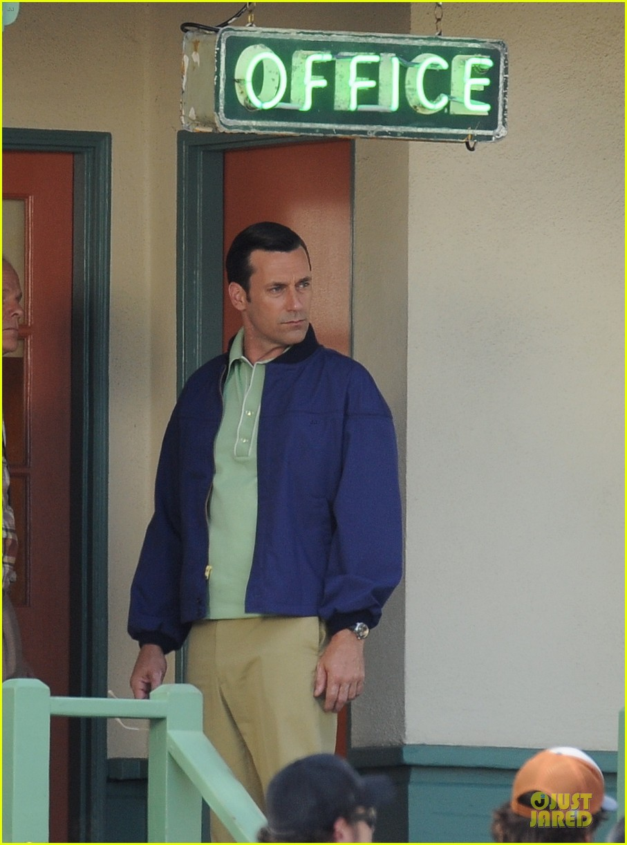 jon hamm showcases vocals at baseball game 043137025