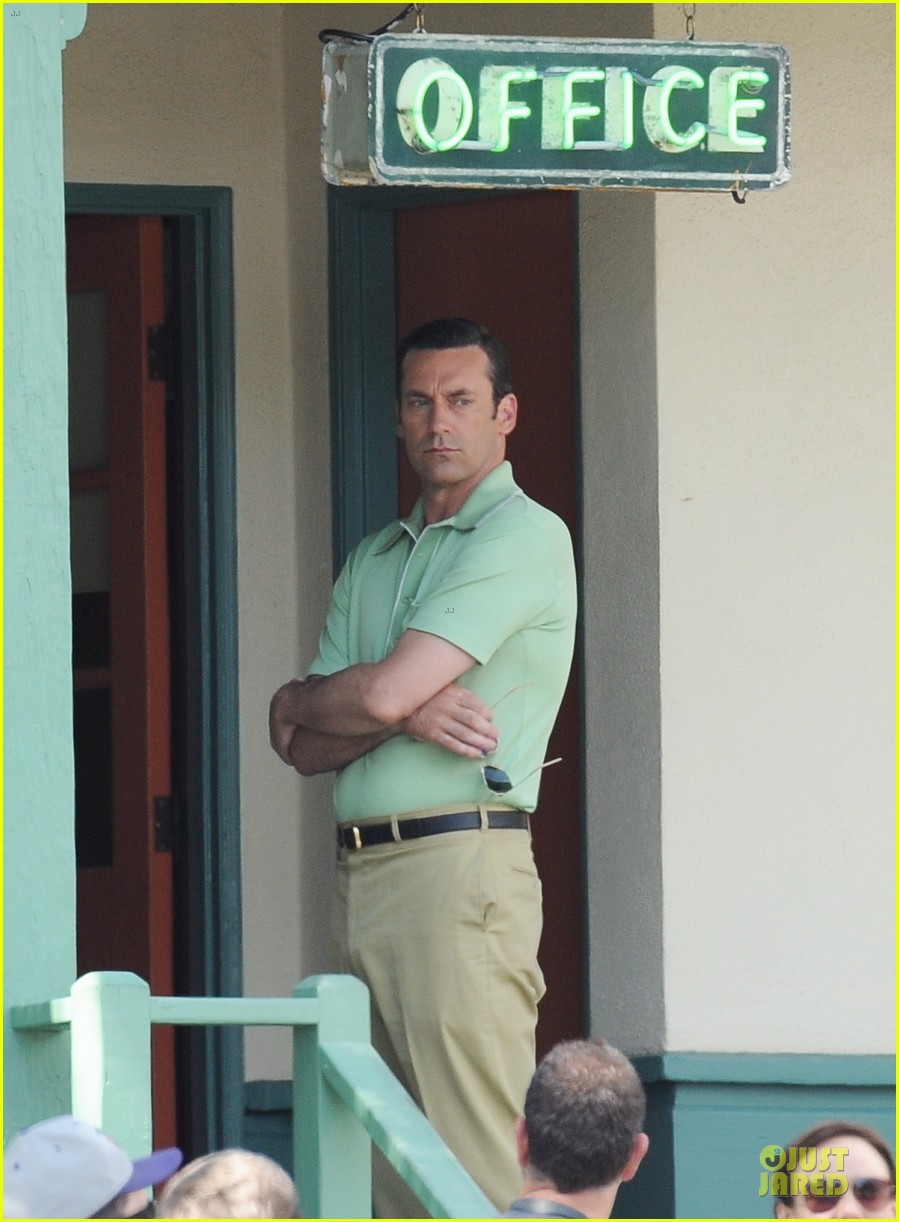 jon hamm showcases vocals at baseball game 143137035