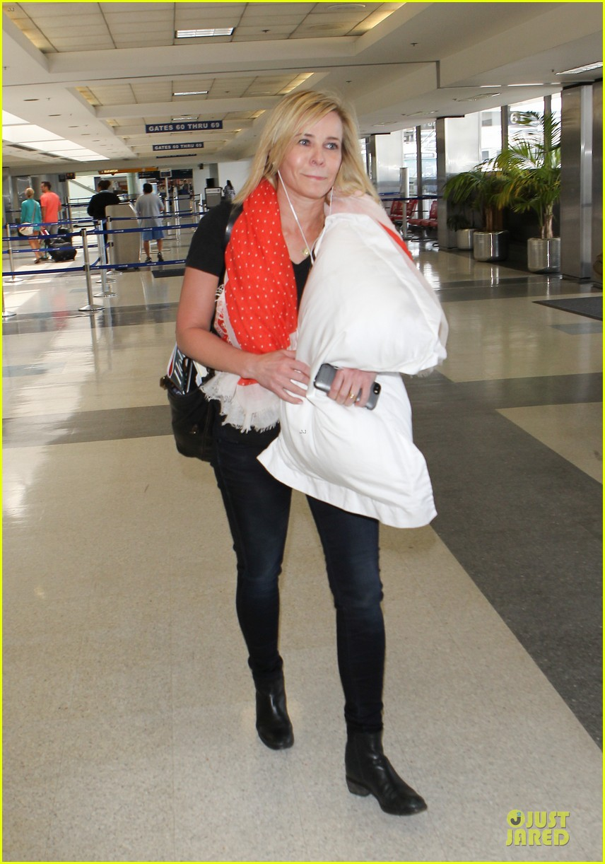 chelsea handler lax departure as comfy as possible 03