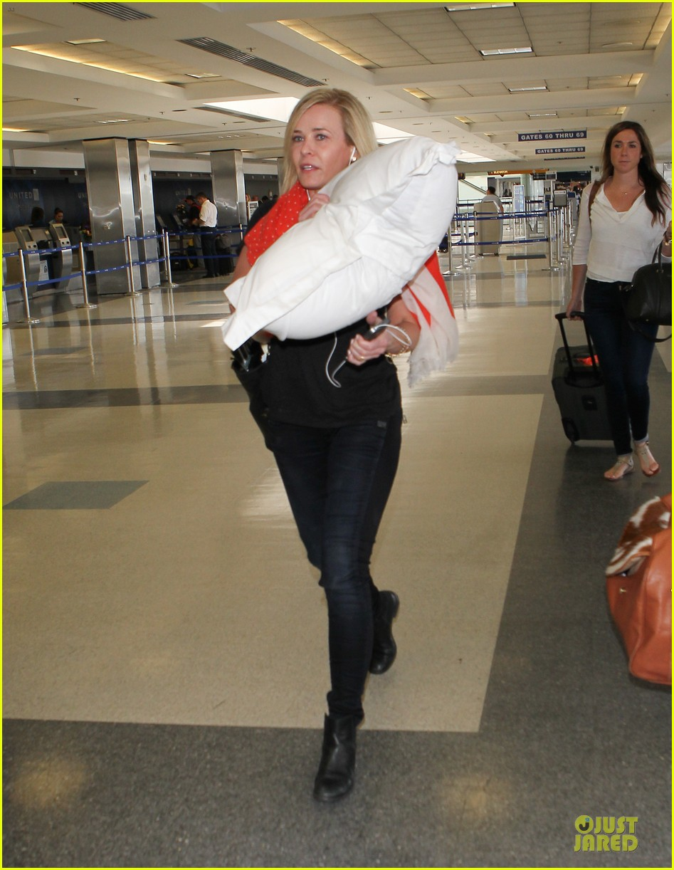 chelsea handler lax departure as comfy as possible 05
