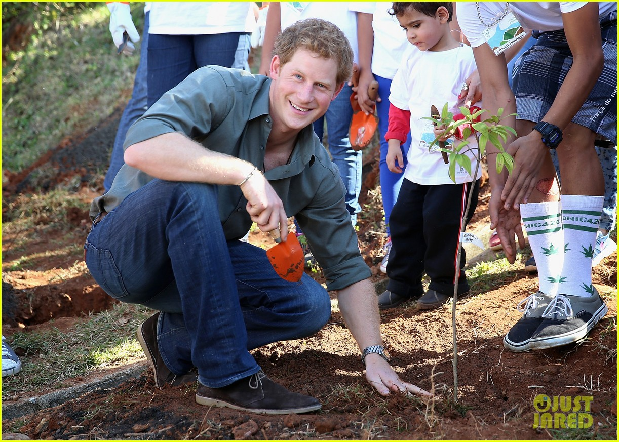 prince harry becomes emotional says death of his mother nothing compared to orphans suffering 05