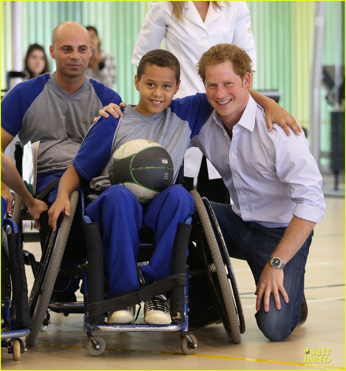prince harry smile brightens the day at brazilian hospital 053142150