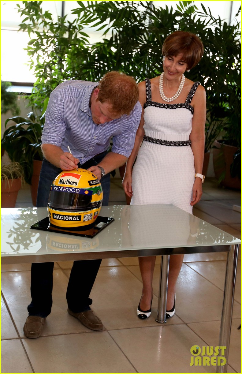 prince harry gets invitation to brazil by beautiful sabrina soto 04