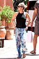 hayden panettiere flashes totally bare baby bump on vacation 01