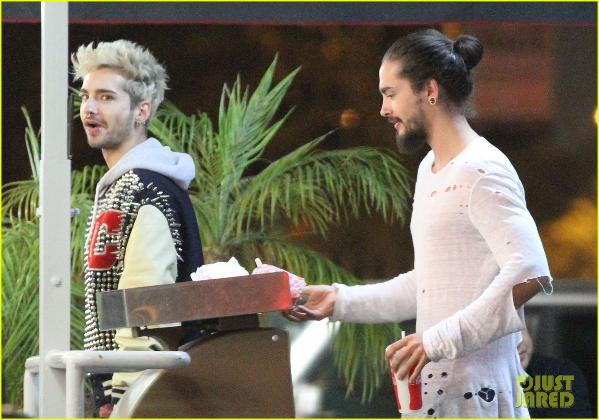 tokio hotel tom bill kaulitz grab astro burger together 17