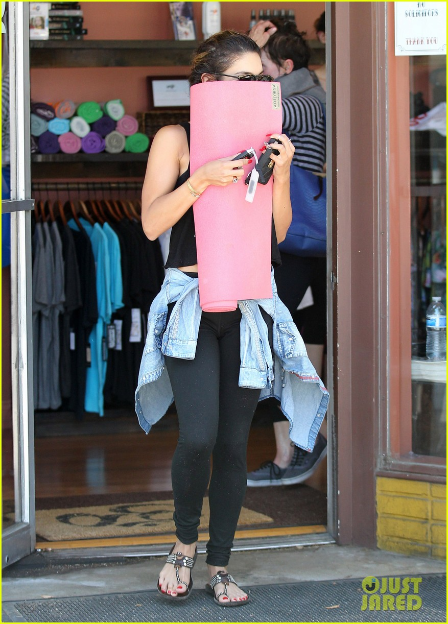 vanessa hudgens covers face after yoga always 033146170