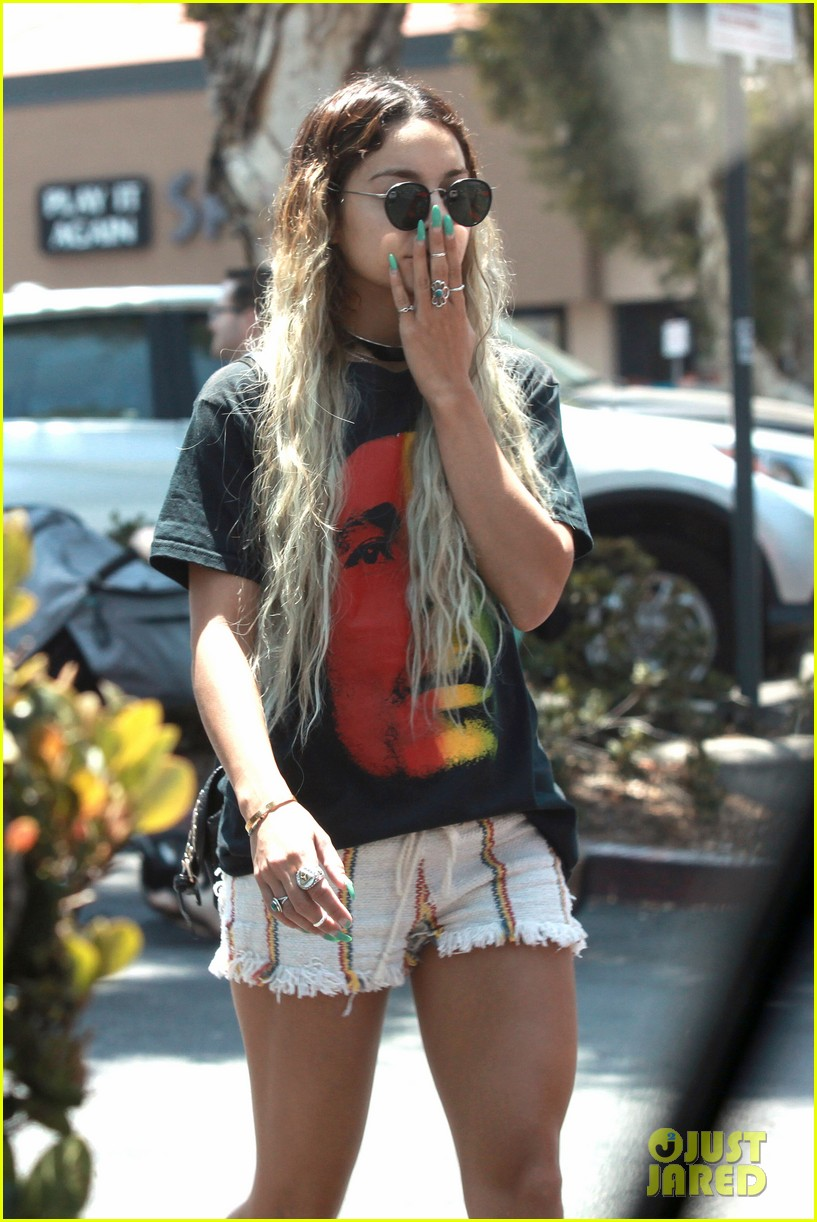 vanessa hudgens in studio city bob marley shirt 04