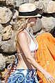 kate hudson shows off amazing abs in ibiza 01