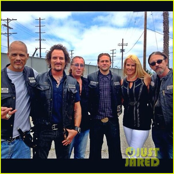 charlie hunnam sons of anarchy cast back filming sharing new pics 043144147