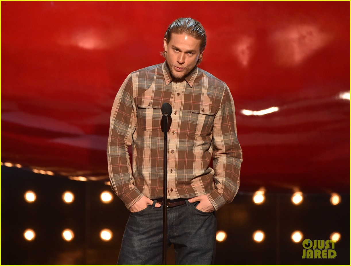 charlie hunnam mark wahlberg guys choice awards 2014 12