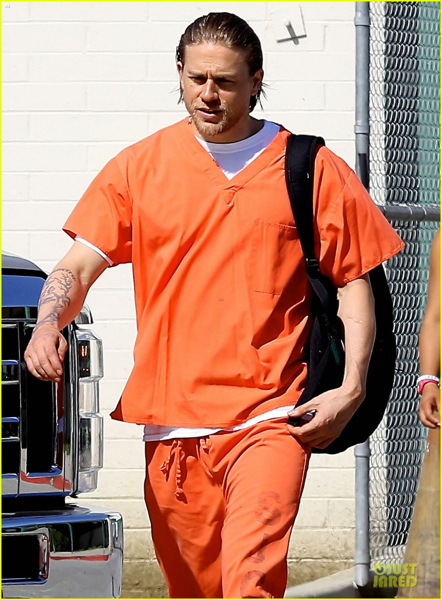 charlie hunnam gets released from jail 023132214