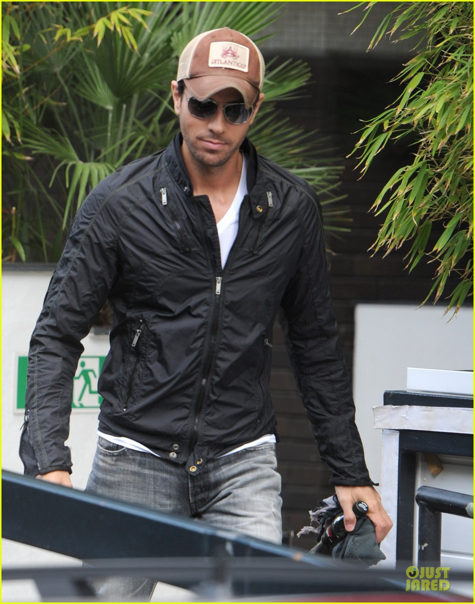 enrique iglesias wants bailando english video to get 100 milion views 073140489
