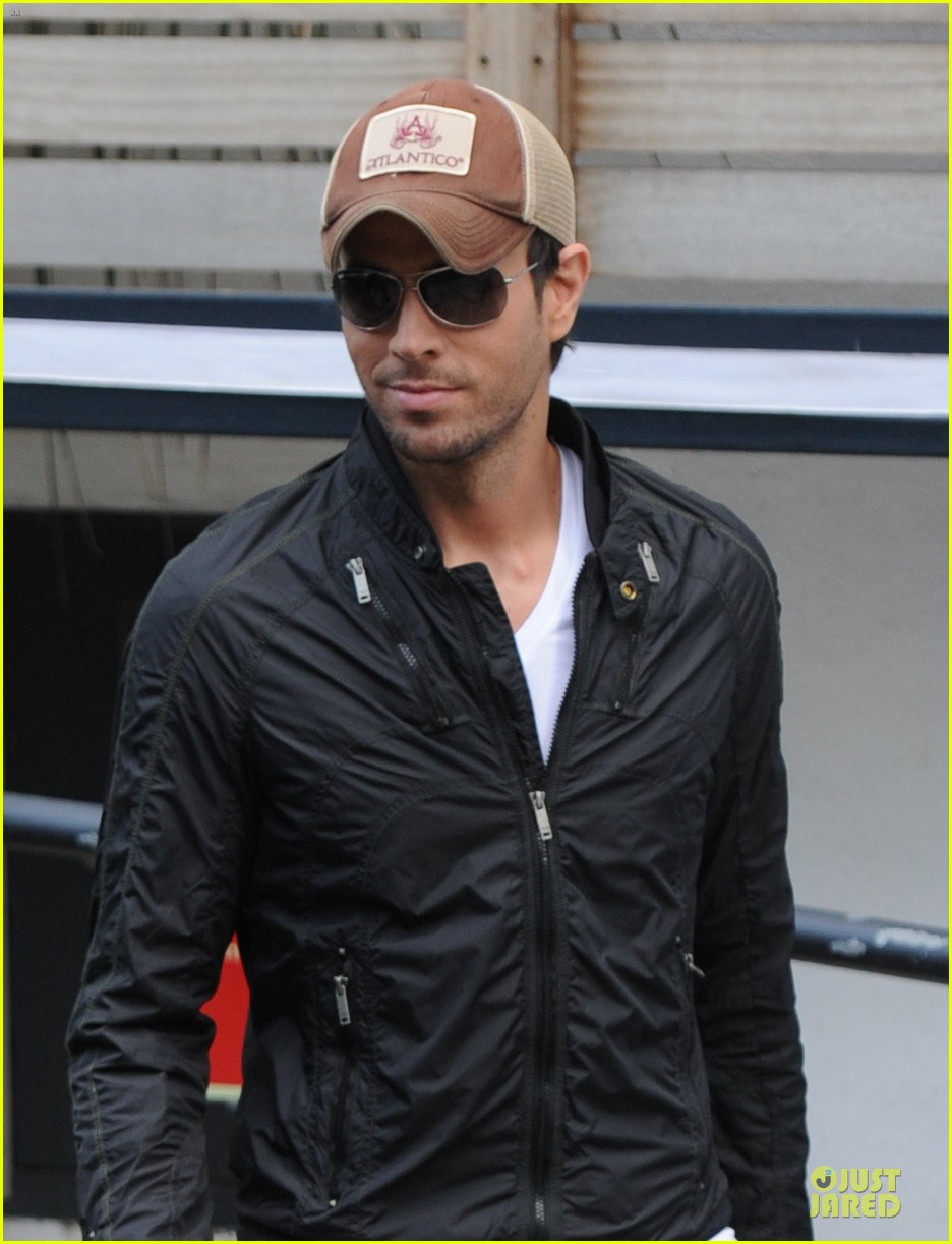 enrique iglesias wants bailando english video to get 100 milion views 09