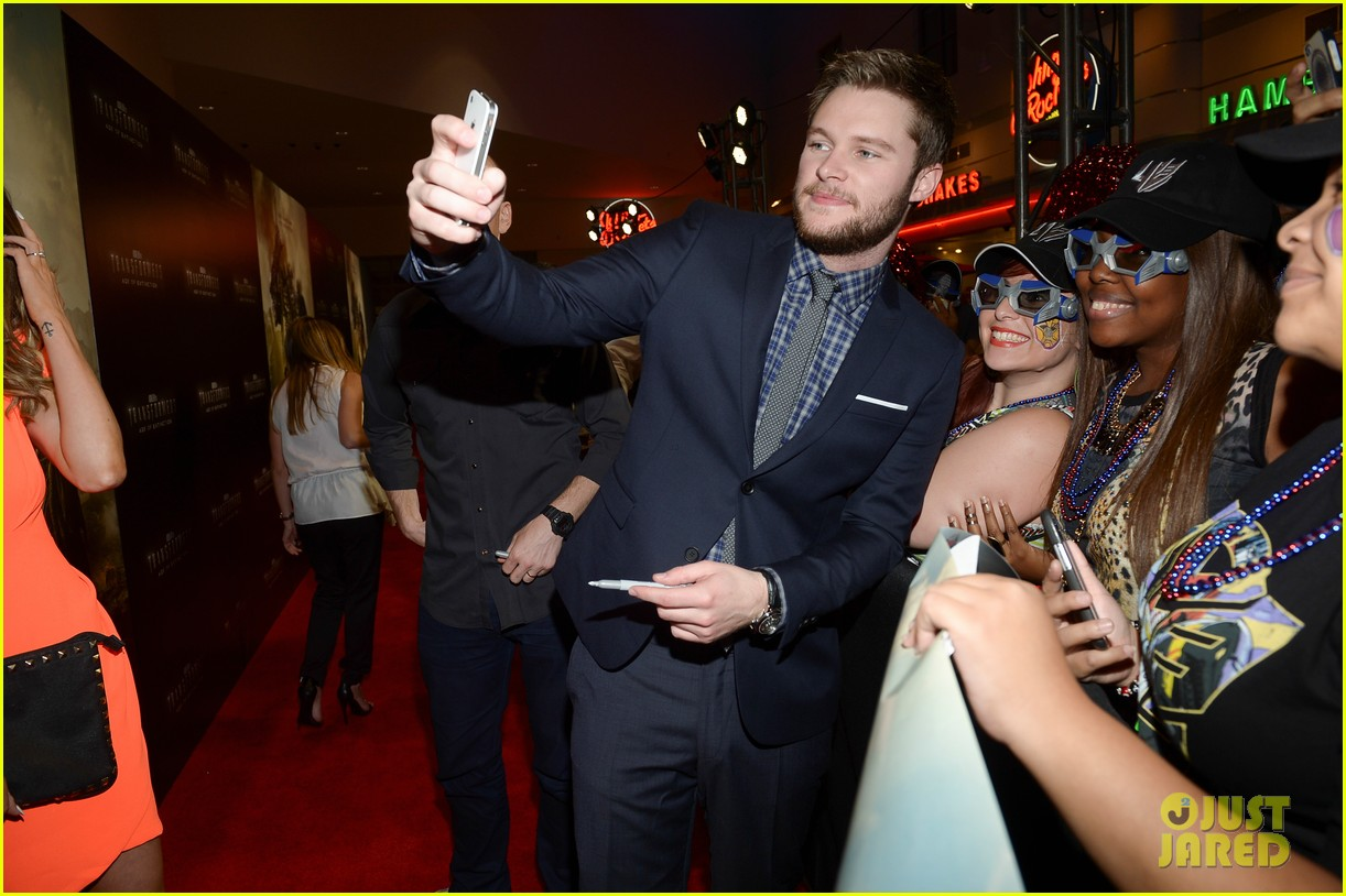 jack reynor brings his fiancee to transformers 4 miami screening 023144632