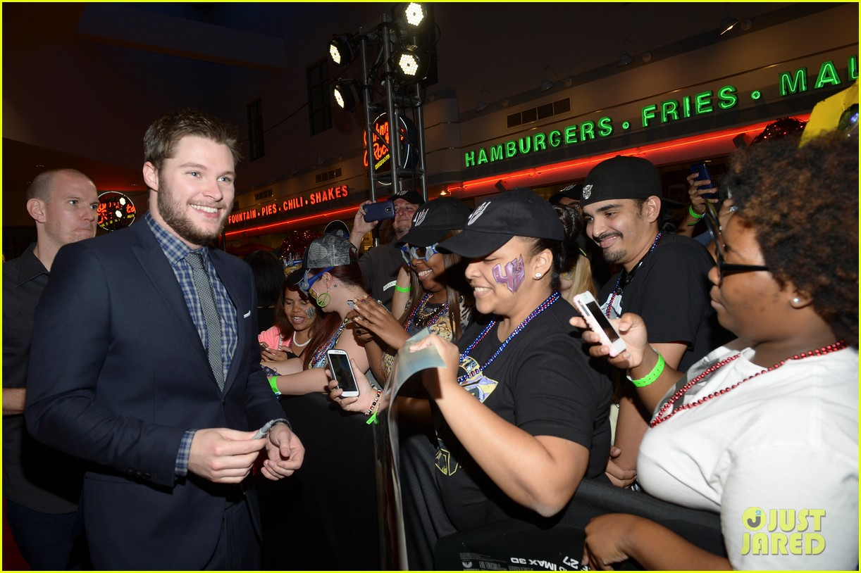 jack reynor brings his fiancee to transformers 4 miami screening 093144639