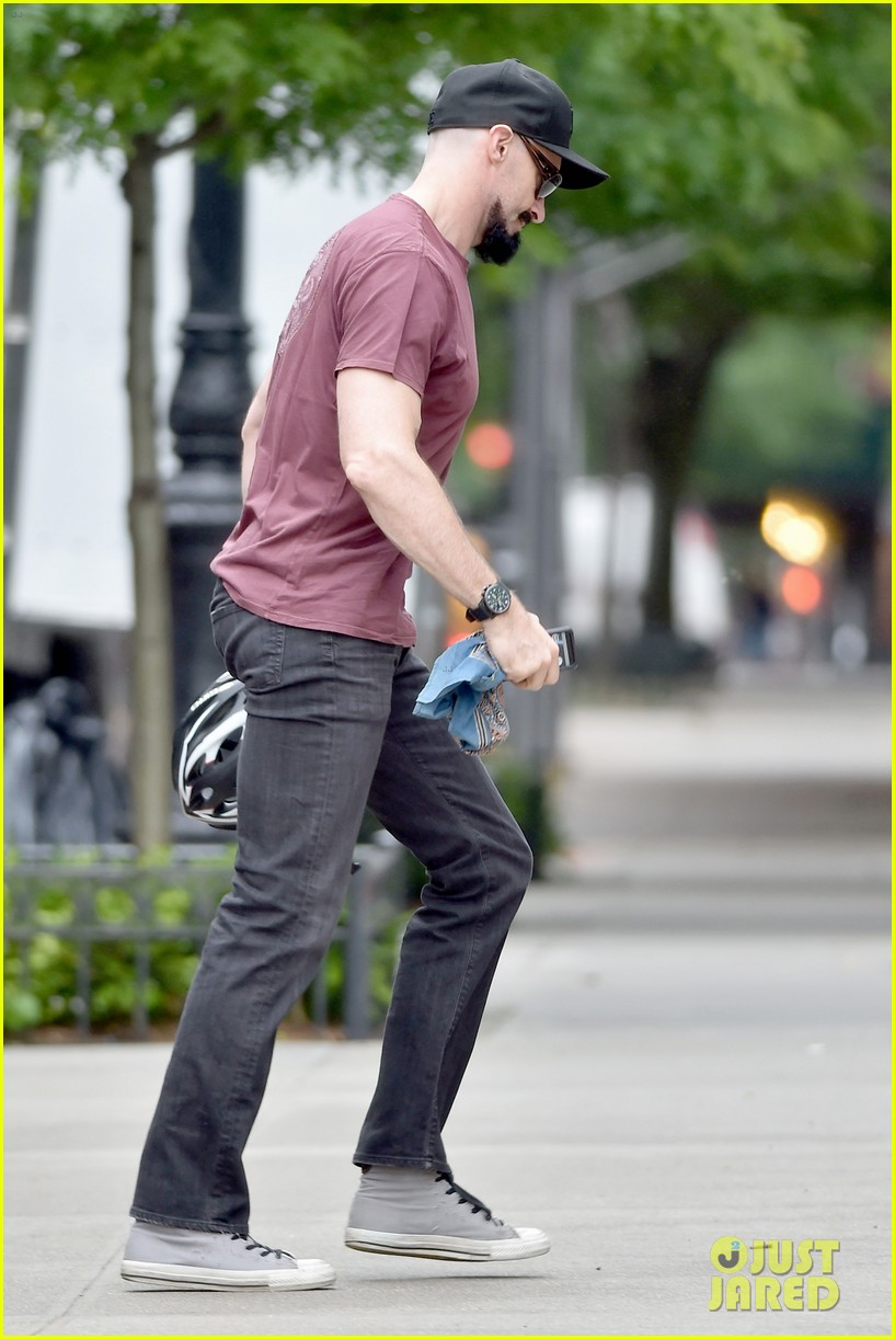 hugh jackman emerges with his brand new look 083133366