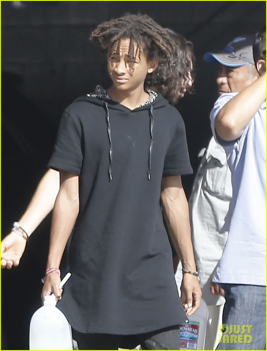 jaden smith gallon water shopping friends 023125906