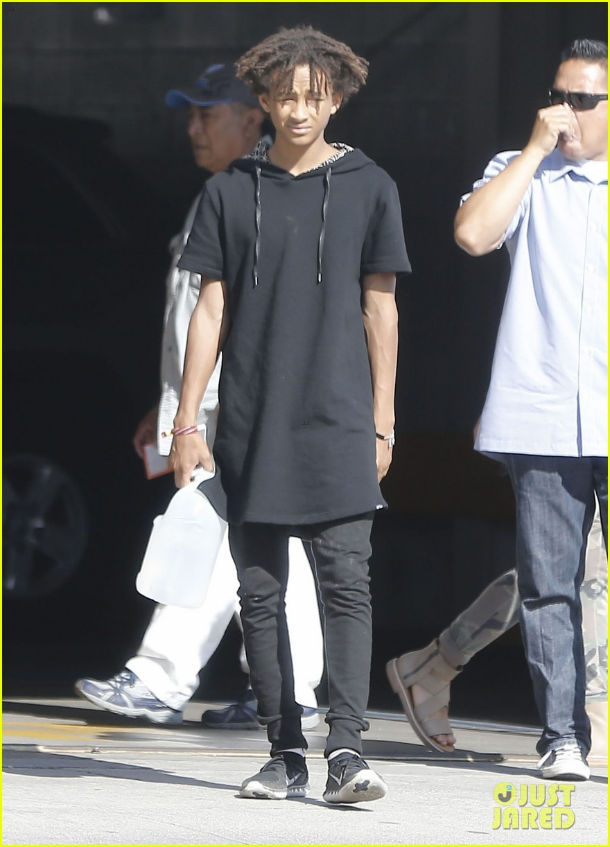 jaden smith gallon water shopping friends 083125912