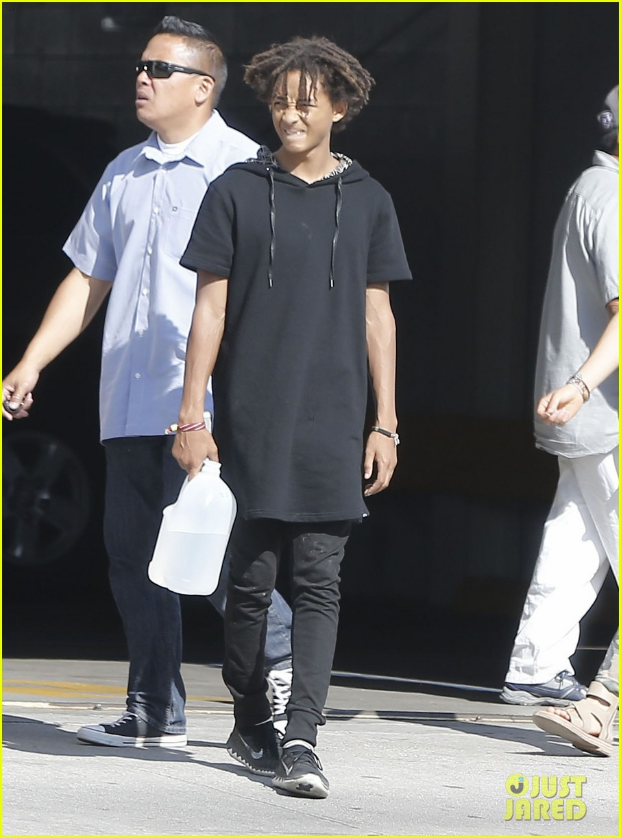 jaden smith gallon water shopping friends 103125914