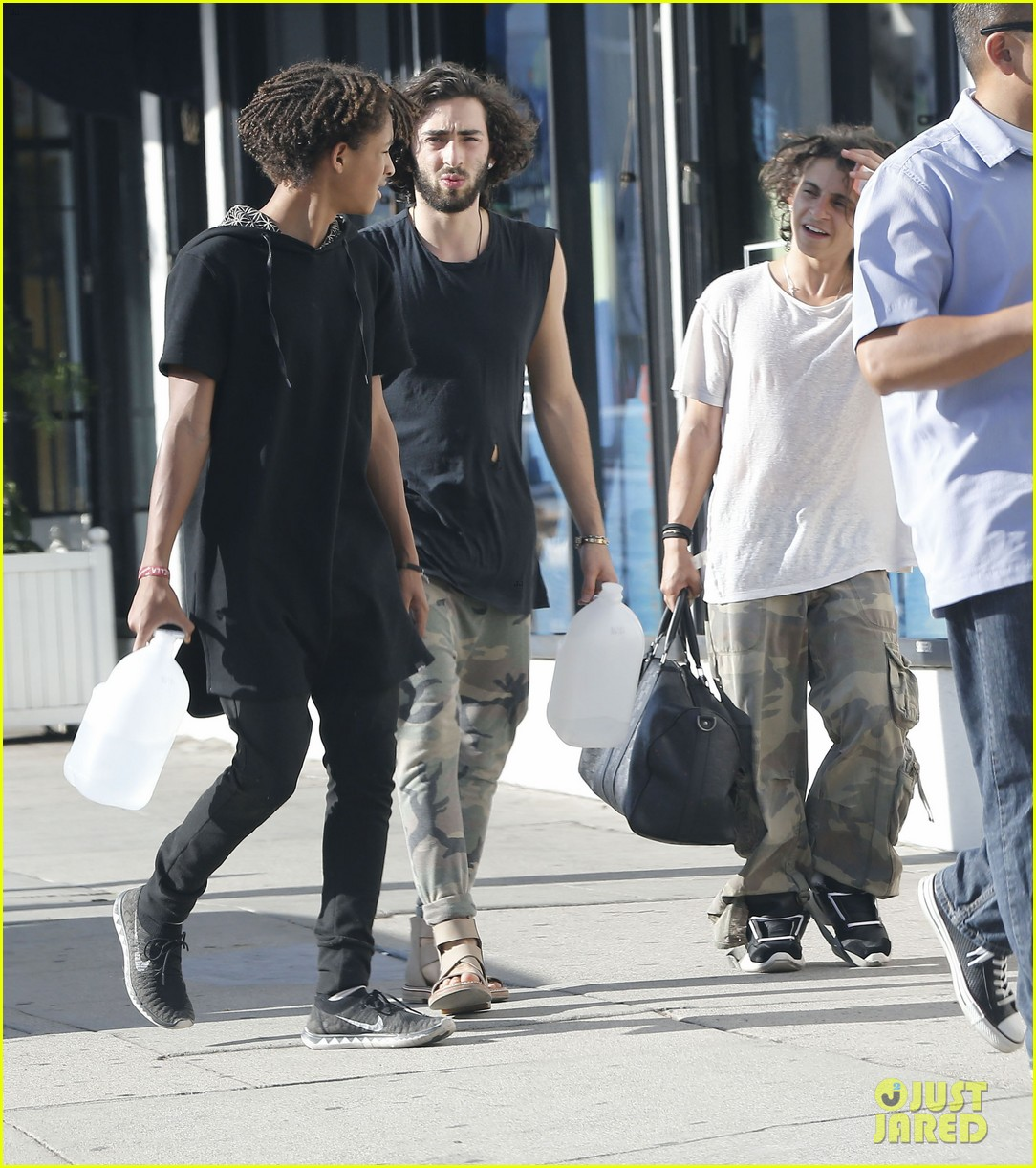 jaden smith gallon water shopping friends 14
